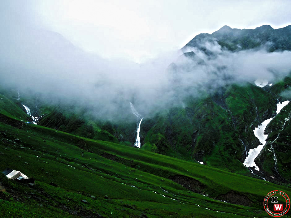 On the way to Shrikhand Mahadev
