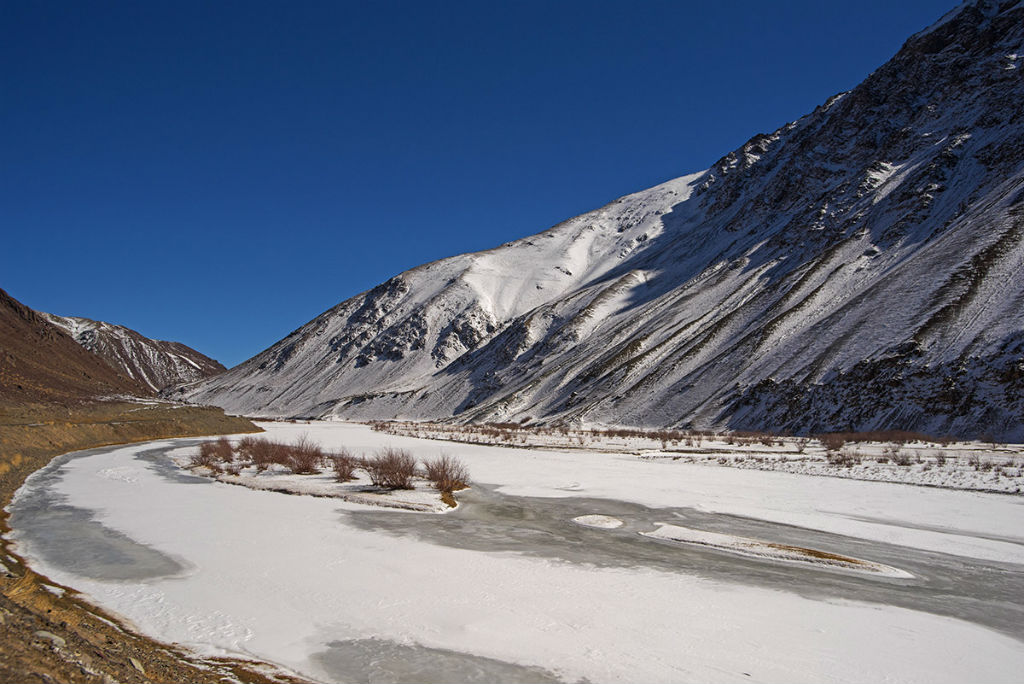 Frozen Indus on the way to mahe bridge